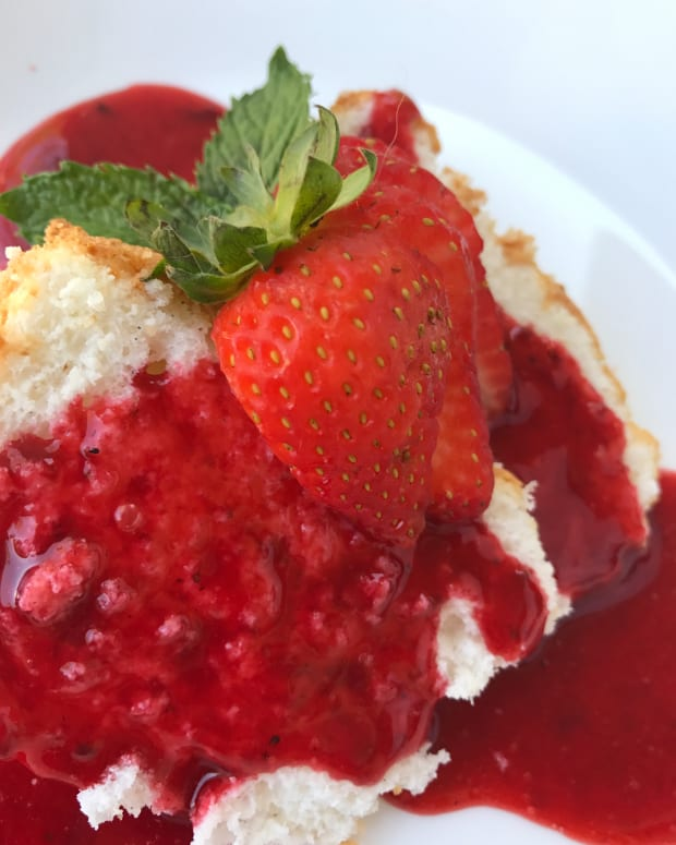 easy-strawberry-sauce