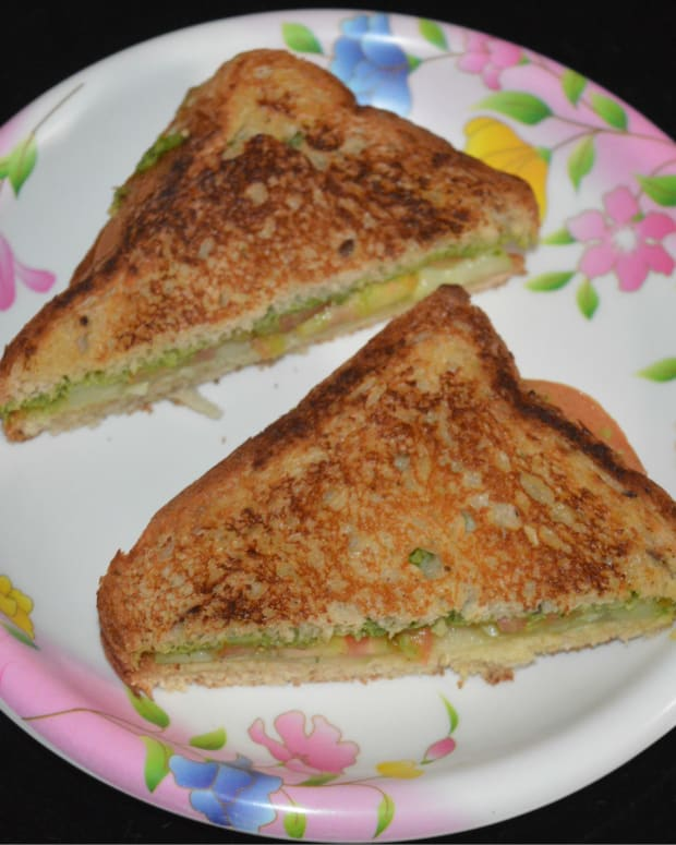 making-green-coriander-chutney-bread-sandwich