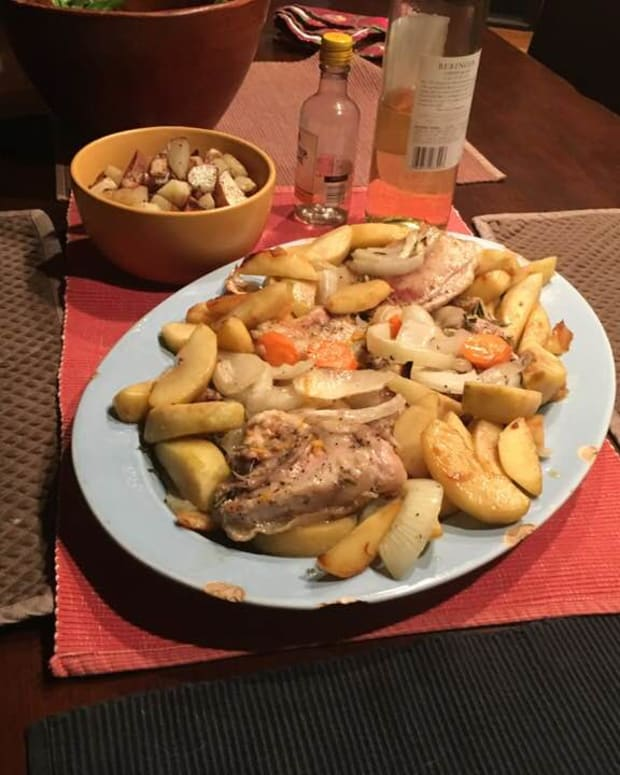 roasted-chicken-with-a-wreath-of-sauted-apples-and-a-sauce-of-fruit-zests-and-honey-french-recipe