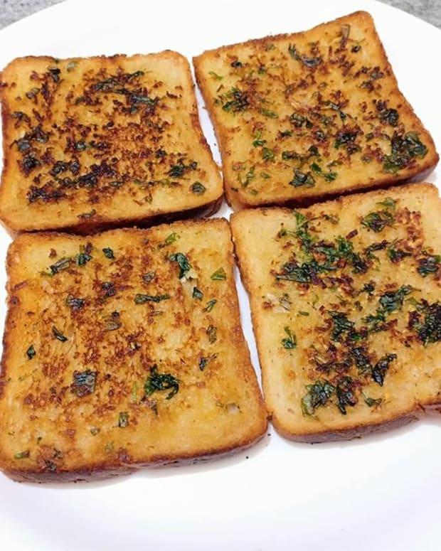 garlic-bread-on-tawa-garlic-bread-toast-recipe