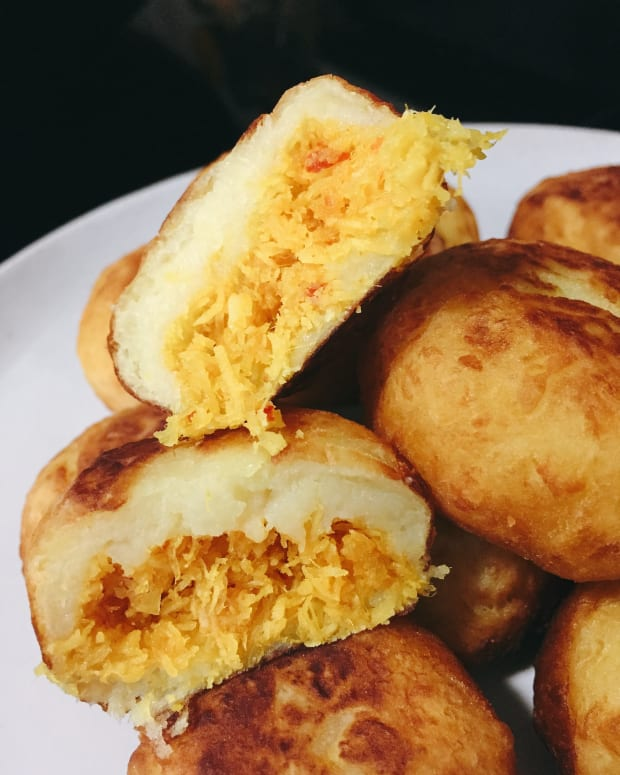 how-to-make-sweet-potato-with-spicy-coconut-filling-cucur-badak
