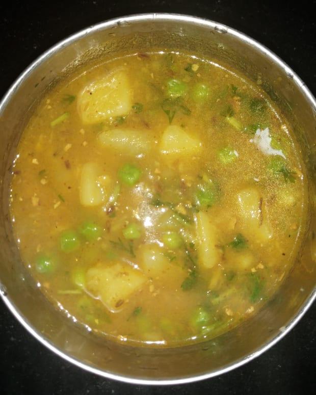 simple-potato-peas-gravy-recipe