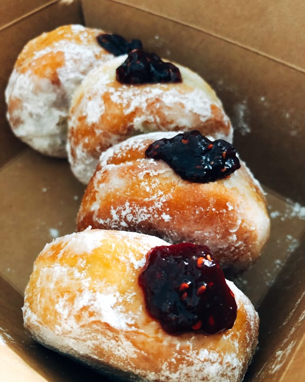 how-to-make-raspberry-jam-filled-donuts