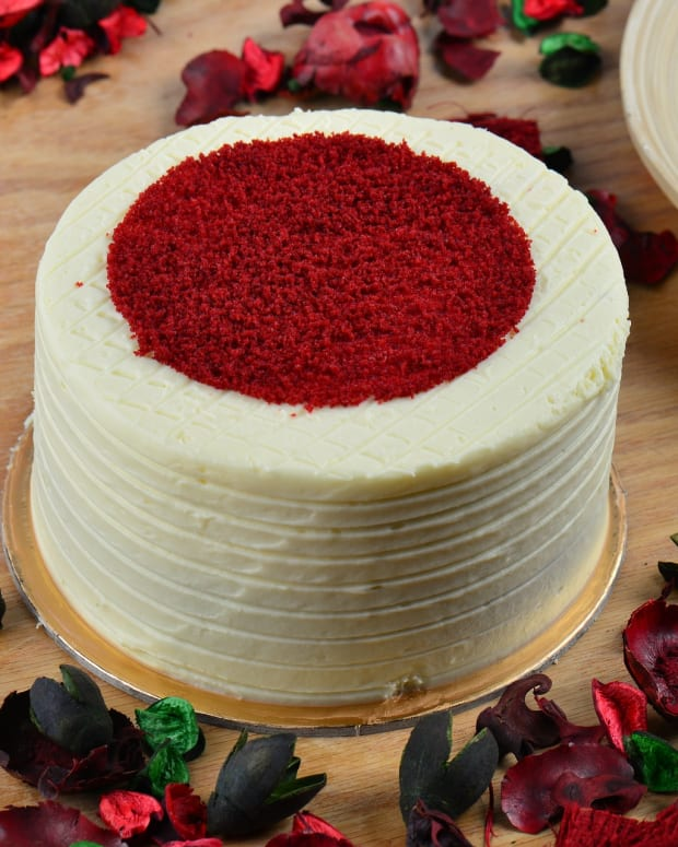 the-great-frosting-debate-how-to-frost-a-red-velvet-cake
