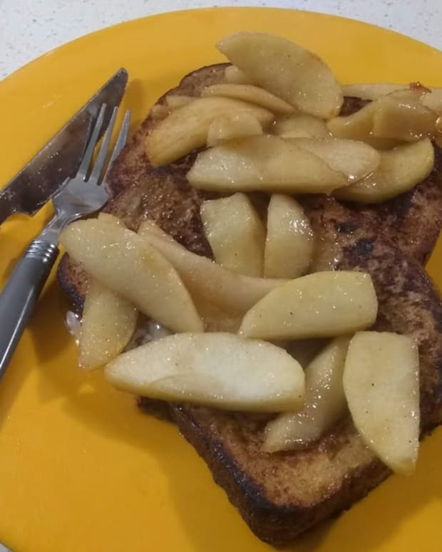 french-toast-with-caramelized-apples