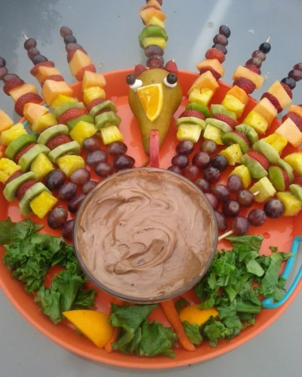a-fruit-kabob-turkey-for-thanksgiving