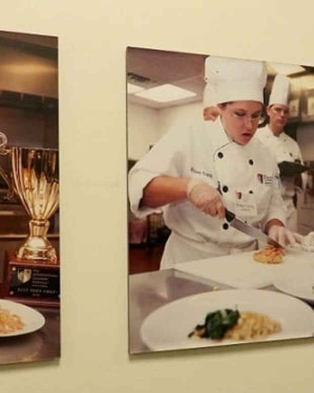 courses-restaurant-where-student-chefs-prepare-and-serve-food-in-houston