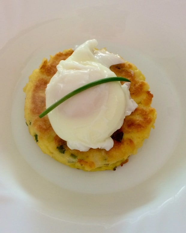 leftovers-foods-potato-cake-with-a-poached-egg