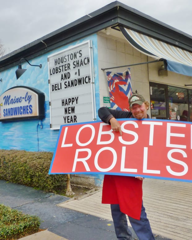 maine-ly-sandwiches-seafood-with-nautical-decor-in-houston