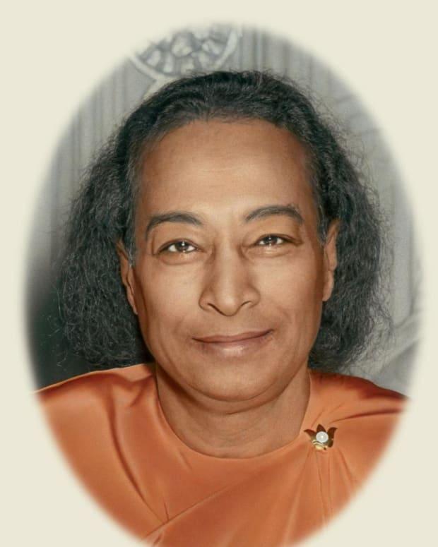 paramahansa-yoganandas-god-christ-gurus