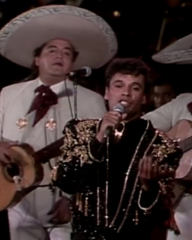 the-incredible-story-of-mexican-superstar-juan-gabriel