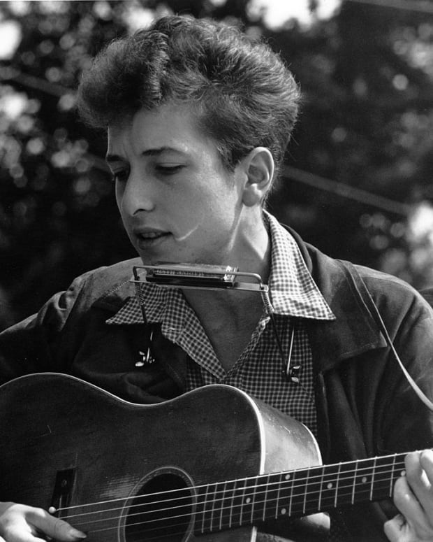 bob-dylan-writes-great-lyrics-but-is-he-a-poet