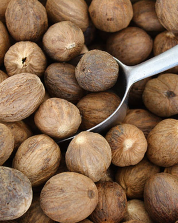 the-blood-soaked-history-of-nutmeg
