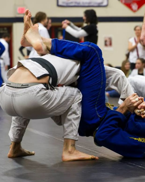 triangle-maintenance-dealing-with-the-hand-in-the-collar-a-bjj-tutorial