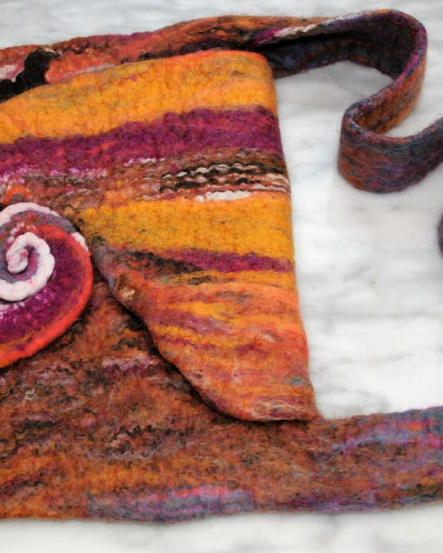 how-to-make-a-wet-felted-spiral-bag