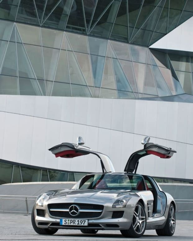 creating-a-classic-the-mercedes-benz-sls-amg-gullwing-2011-2015