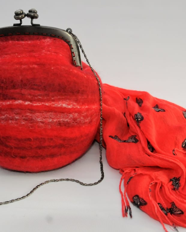 how-to-use-a-resist-ball-and-tumble-dryer-to-make-a-wet-felted-handbag