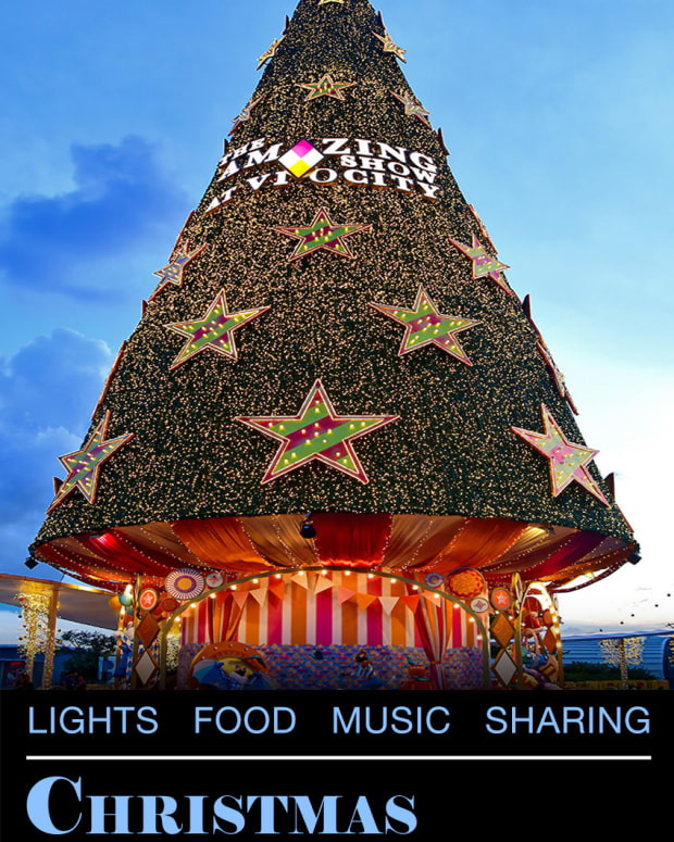 christmas-in-singapore-lights-food-music-and-sharing