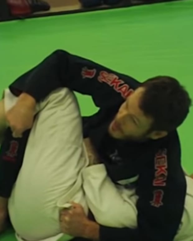 how-to-pass-the-half-guard-the-hip-switch-method-bjj