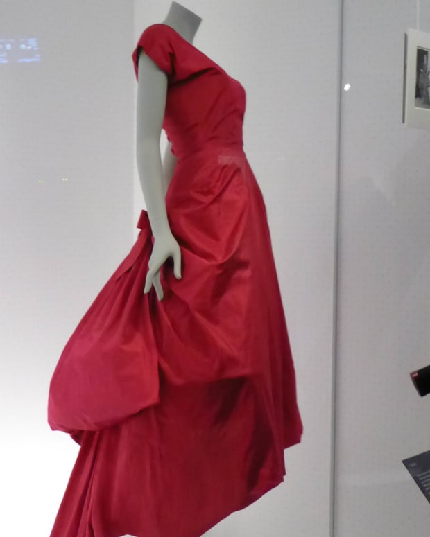 balenciaga-shaping-fashion-exhibition-at-londons-va-museum