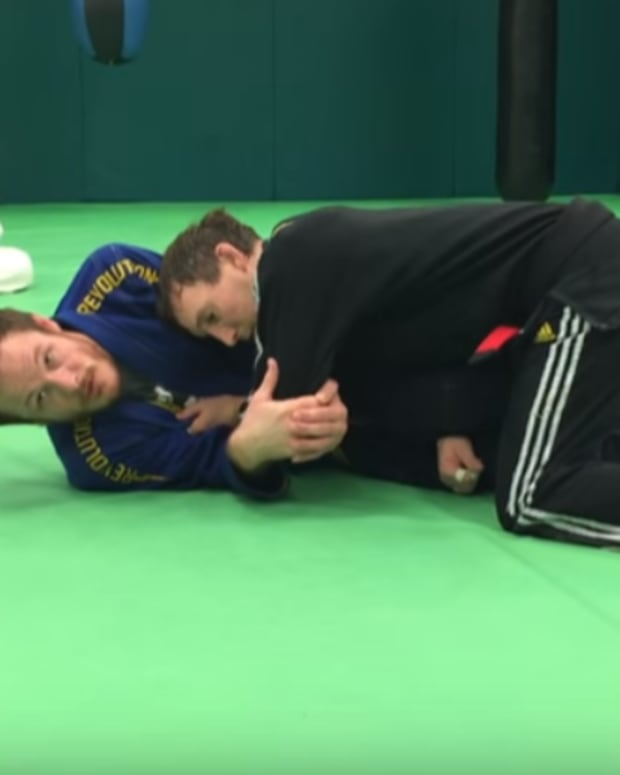 how-to-do-a-wristlock-in-bjj
