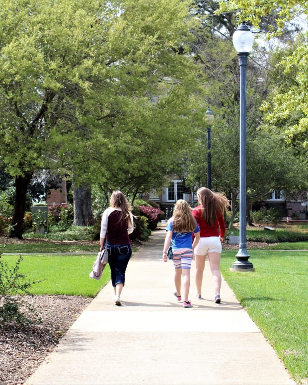 how-to-get-to-college-advice-through-the-high-school-hears