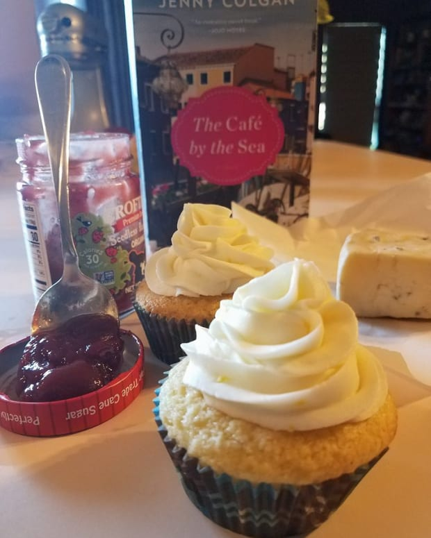 the-cafe-by-the-sea-book-discussion-and-cupcake-recipe
