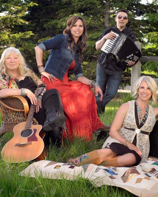 the-travelling-mabels-canadian-folkcountry-band-profile