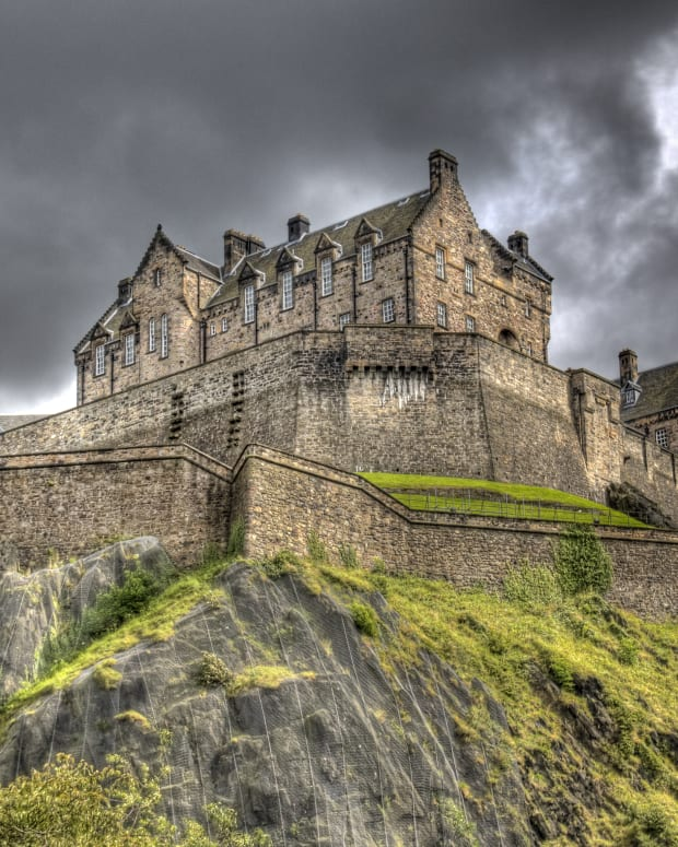 10-terrifying-haunted-castles-in-scotland