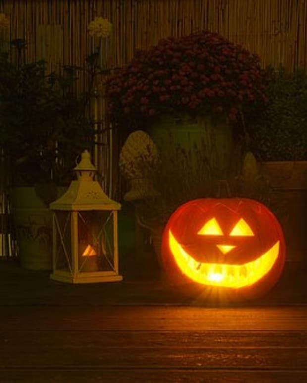 is-it-halloween-or-is-it-christmas-is-it-christmas-or-is-it-halloween