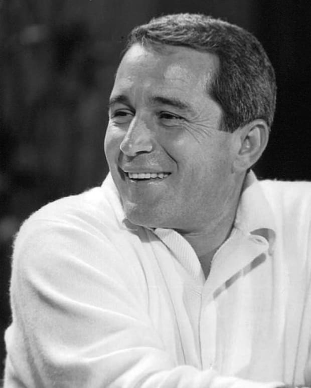 how-perry-como-single-handedly-saved-men-the-privilege-to-wear-sweaters