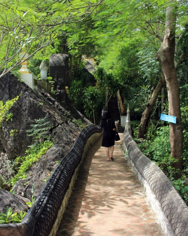 finding-and-climbing-the-steps-of-mount-phou-si-luang-prabang-laos