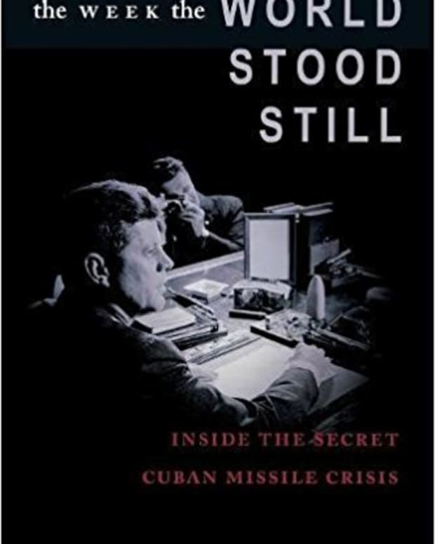 review-the-week-the-world-stood-still-inside-the-secret-cuban-missile-crisis