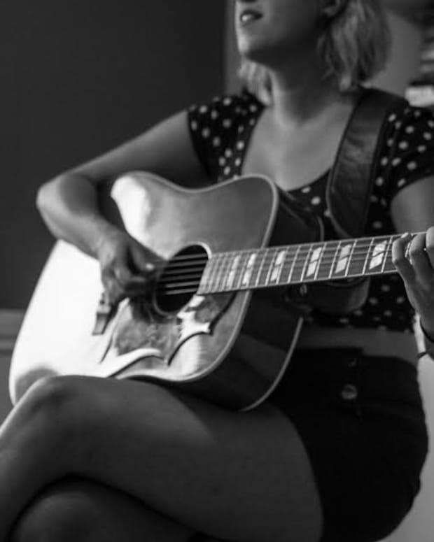 justine-vandergrift-canadian-roots-musician-profile