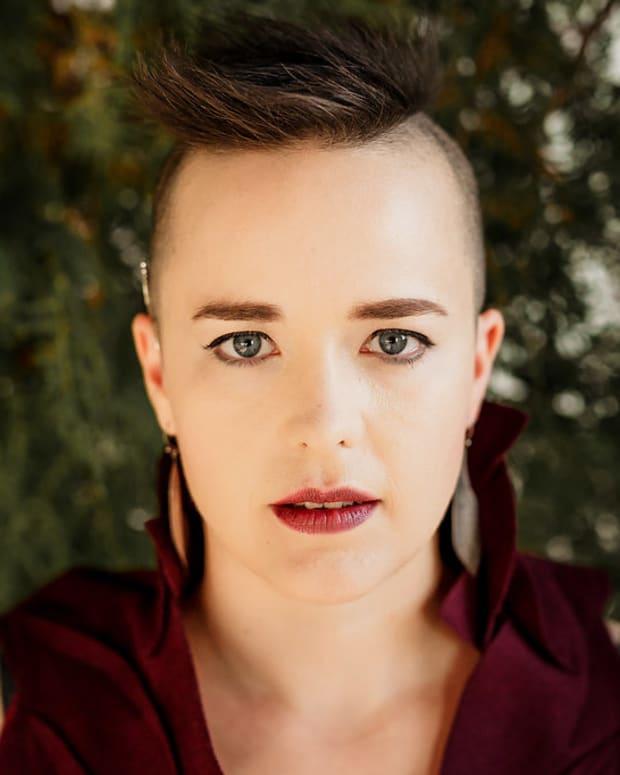 raine-hamilton-canadian-folk-artist-profiled
