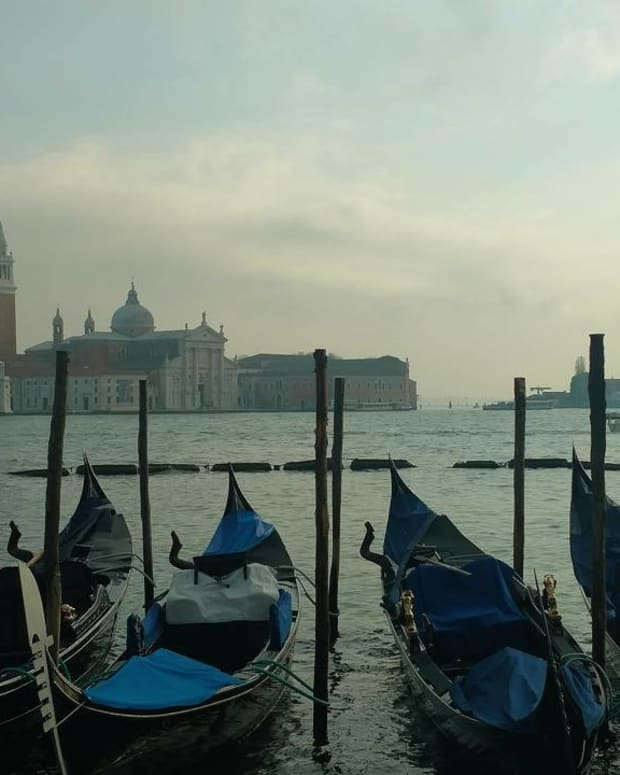 five-awful-things-tourists-do-in-venice