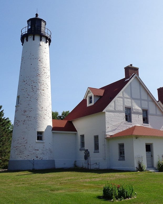 michigan-lighthouses-on-lake-superior
