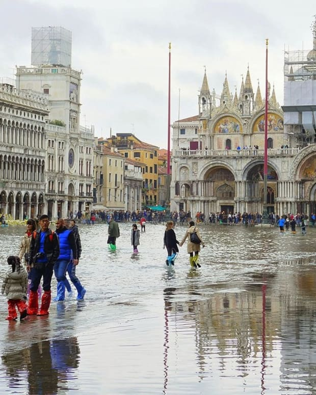 venice-tourism-sinking