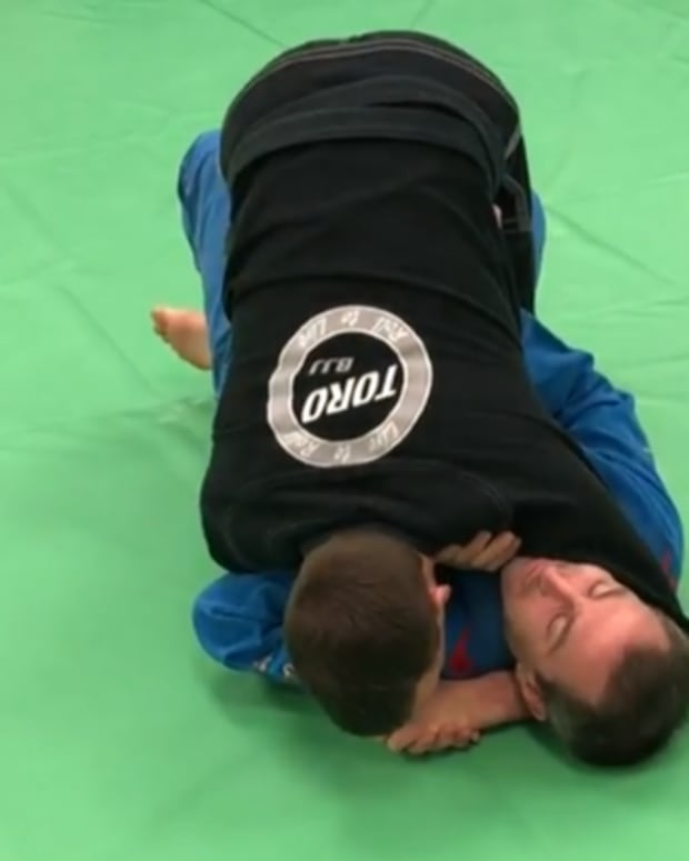the-tripod-guard-pass-for-half-guard