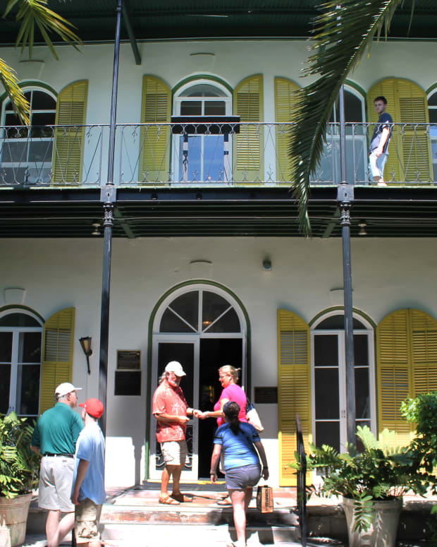 hemingways-ghost-his-haunted-key-west-home