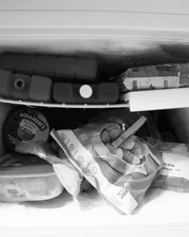 does-storing-food-in-a-freezer-save-money