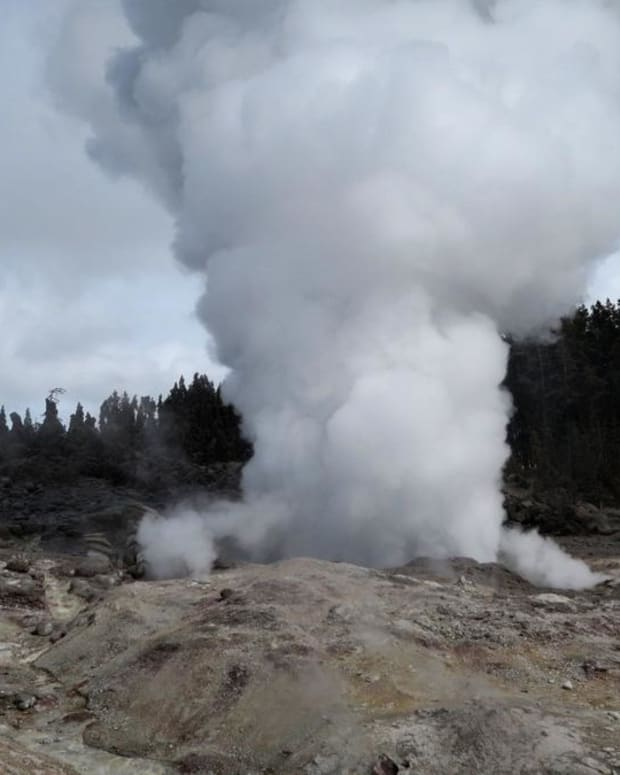 steamboat-geysers-unusually-high-eruption-activity-in