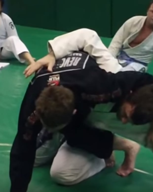 hip-bump-sweep-triangle-set-up