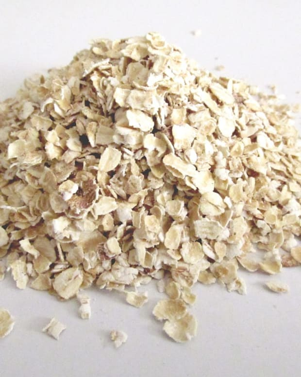an-oatmeal-bath-for-dry-skin