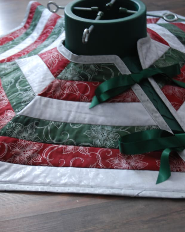 sew-a-christmas-tree-skirt