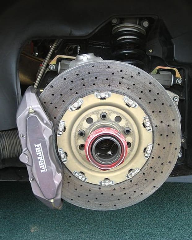 why-my-vehicle-pulls-to-one-side-when-braking