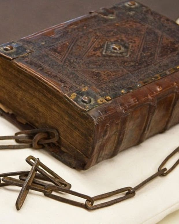 largest-surviving-chained-library