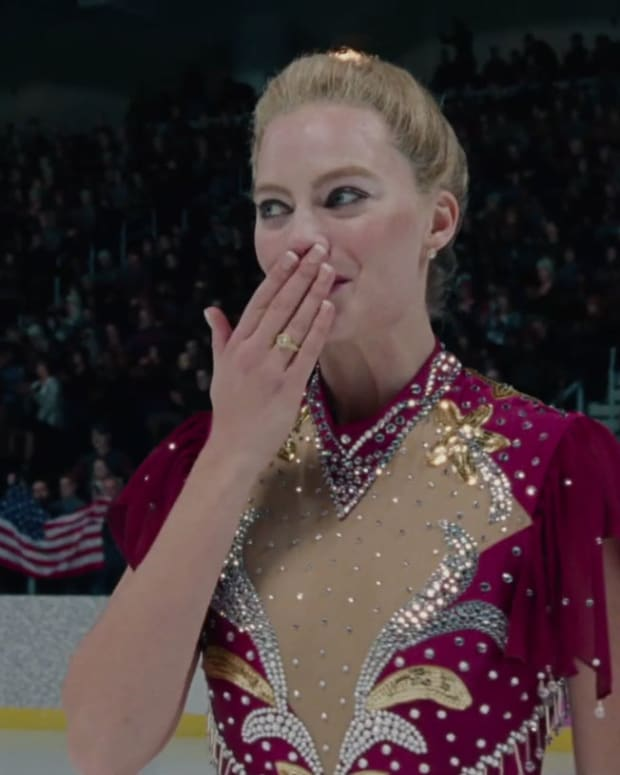 the-stunning-i-tonya-succeeds-in-presenting-a-hilarious-yet-tragic-condemnation-of-the-american-24-hour-news-cycle