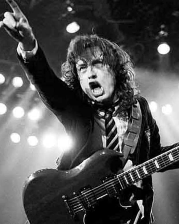 angus-young-and-the-gibson-sg