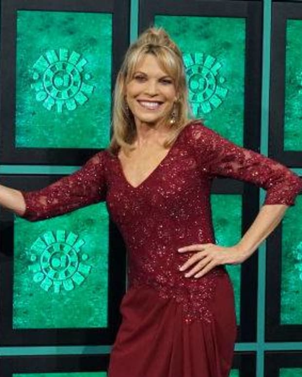 vanna-white-interesting-things-about-the-wheel-of-fortune-hostess
